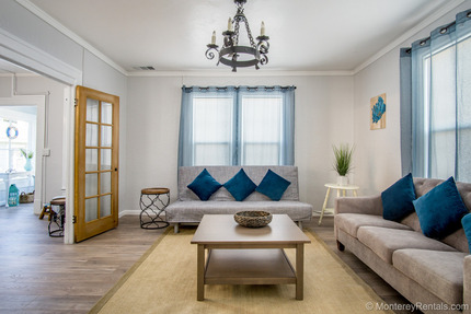 Living Room - Serendipity A, Central Pg
